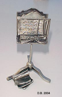 music-stand-pewter.jpg