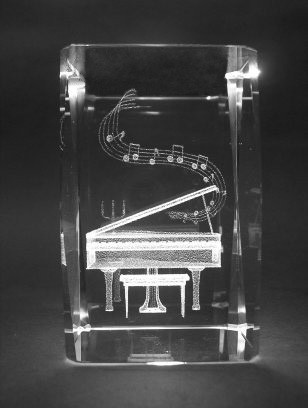 piano-crystal-paperweight1.jpg
